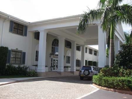 Grand Pavillion to rent, Seven Mile Beach Property